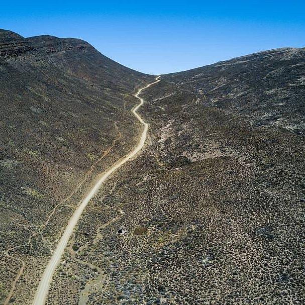 The road meandering trough Citrusdal